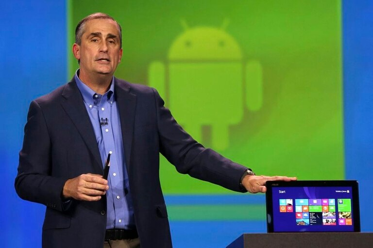 Brian Krzanich, CEO de Intel, durante la demostración de los dispositivos con Windows y Android