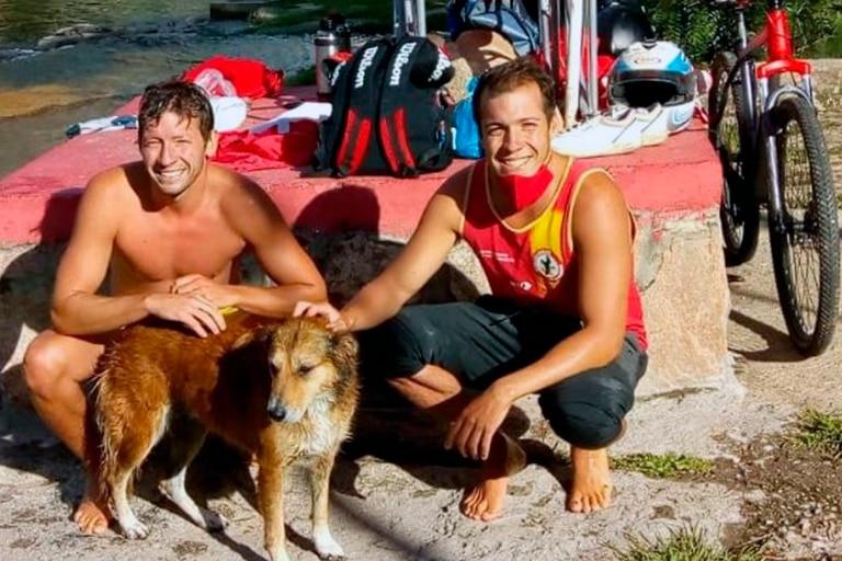 Los hermanos Lucas y Franco García Bustos aunaron esfuerzos y rescataron al perro