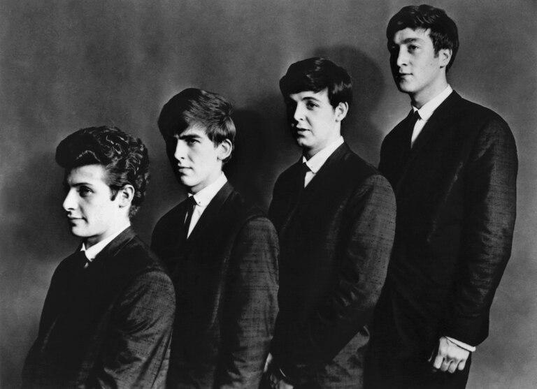 """Con Pete Best, el baterista que fue reemplazado por Ringo. """"Los chicos y yo hemos decidido que no te quieren más en el grupo"""", le dijo Epstein"""