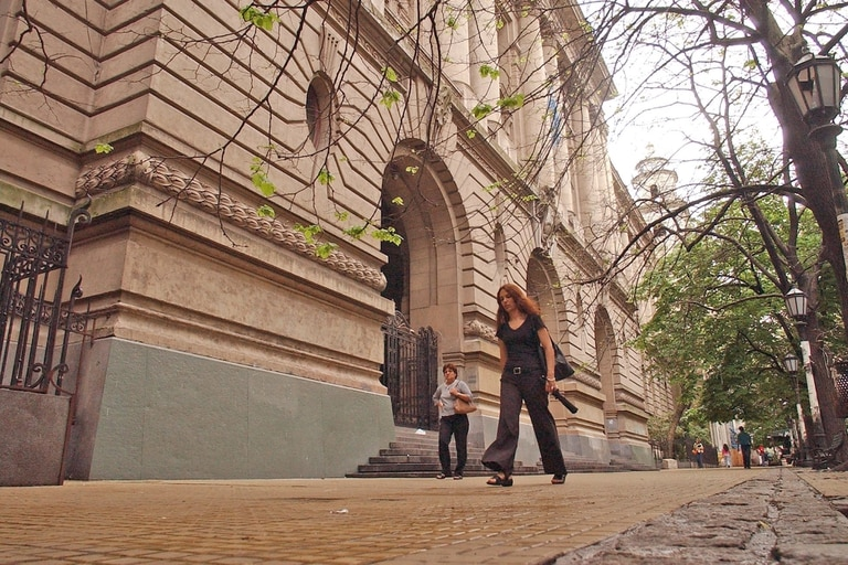 El Colegio Nacional Buenos Aires vuelve a clases el 22 de marzo, pero todavía no definió la modalidad