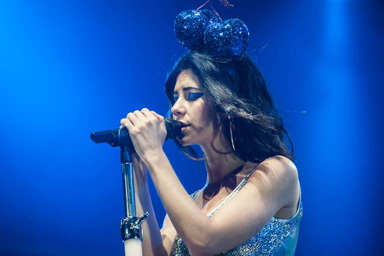 Marina and the Diamonds en el escenario Alternative