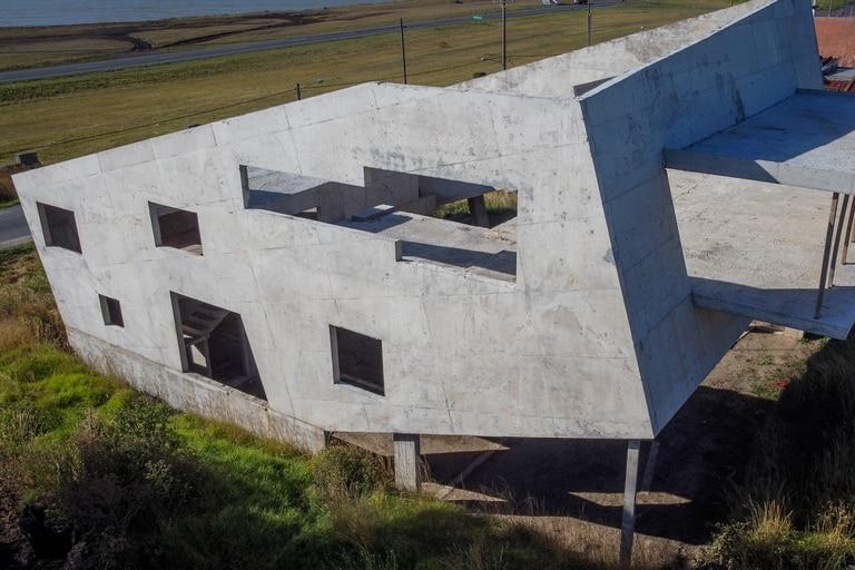 Sorprendente: la casa que parece que se la traga la tierra en Mar del Plata