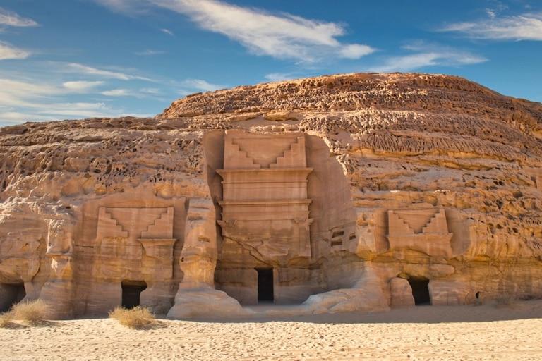 Hegra se destaca por tener las ruinas de una civilización casi borrada por el paso del tiempo: los nabateos