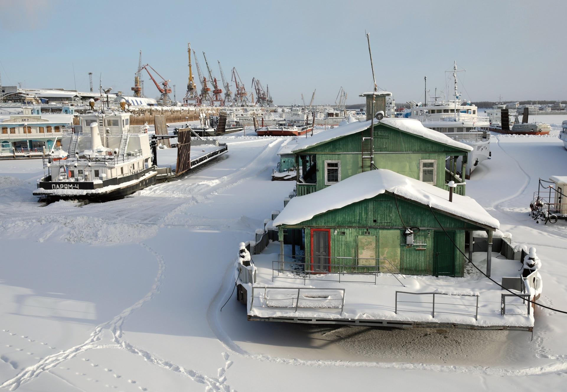 Puerto de ferries al norte de Yakutsk, inactivo durante varios meses en el invierno.