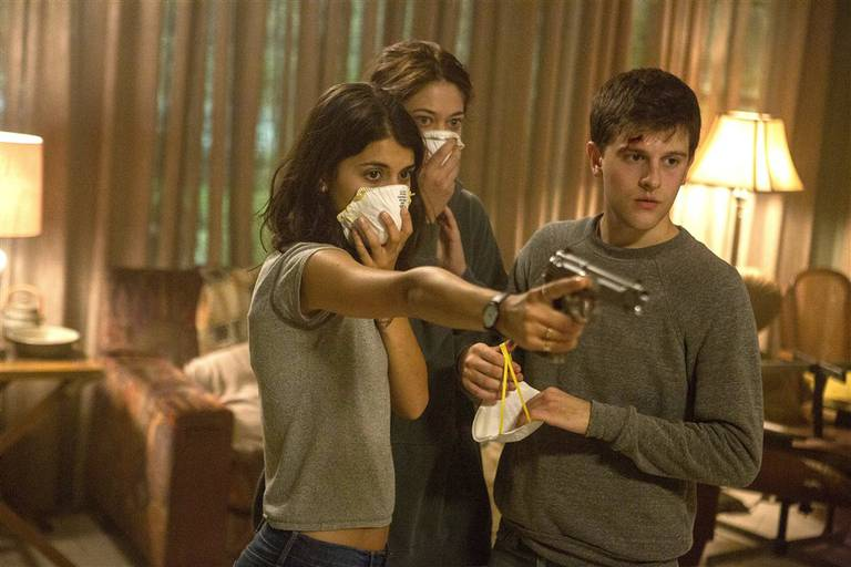 Sofia Black-D'Elia, Analeigh Tipton y Travis Tope